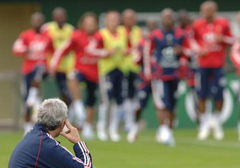 图文:法国备战世界杯 多梅内克密切关注训练