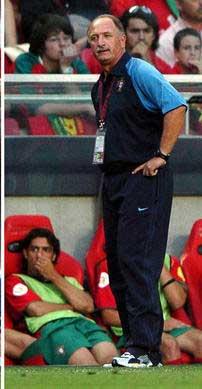 图文:葡萄牙0-1希腊 雷哈格尔与斯科拉里督战
