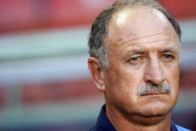 图文:欧锦赛葡萄牙0-0希腊 表情严肃的斯科拉里