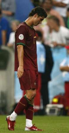 组图:葡萄牙0-1法国 C-罗赛后很失落