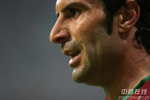 图文:葡萄牙0-1法国 老将菲戈对结果有些失望