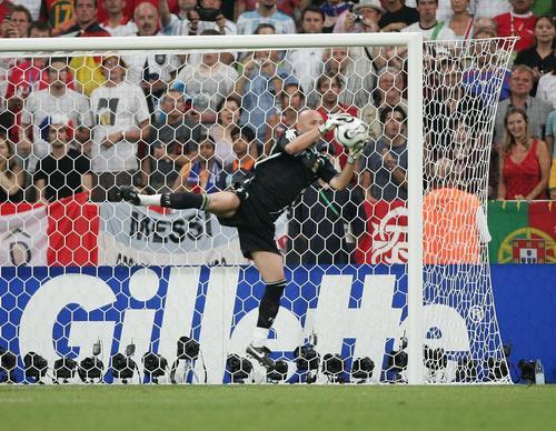 图文:葡萄牙0-1法国 巴特斯飞身救险