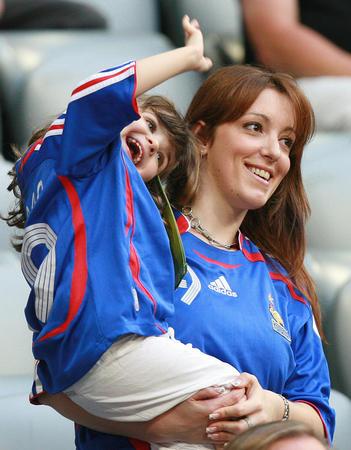 图文:葡萄牙0-1法国 萨尼奥尔的女儿在招手