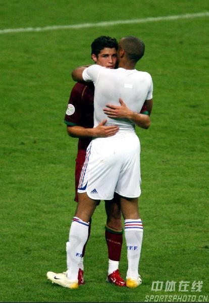 图文:葡萄牙0-1法国 亨利安慰C-罗