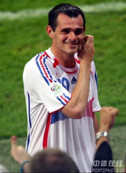 图文:葡萄牙0-1法国 蒂亚戈笑容绽放