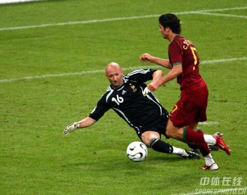 组图:葡萄牙0-1法国 法国队门将巴特兹救险