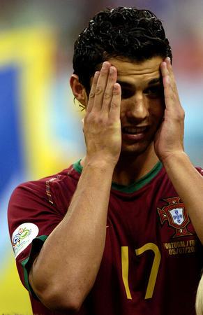 图文:葡萄牙0-1法国 克-罗纳尔多赛后神情沮丧