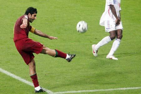 图文:搜狐直击葡萄牙0-1法国 菲戈大力施射