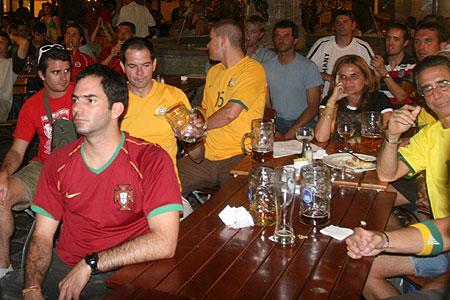 球迷为菲戈失声痛哭 巴西球迷也支持葡萄牙(图)