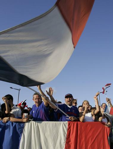 7月6日最佳图片:意大利的国旗在各方飘扬