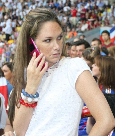 图文:葡萄牙0-1法国 法国太太团现场观战