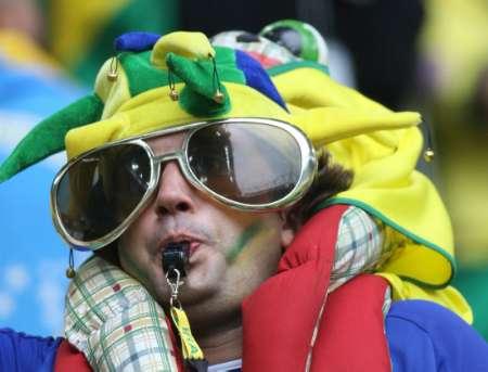图文:巴西VS加纳 看我象不象裁判