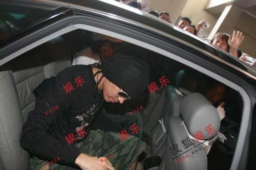 独家图集:神话六子齐齐抵沪 中国歌迷为之疯狂