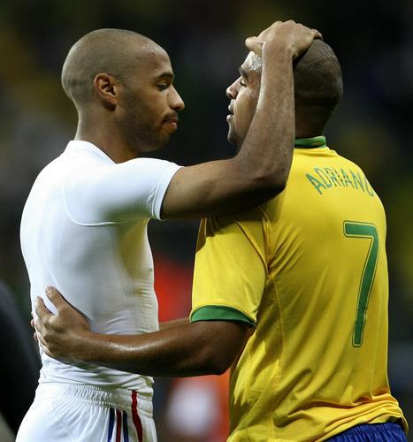 图文:世界杯送别时刻 法国巨星送好友离开