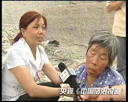难者家属沉浸在失去亲人的悲痛中-山西宁武爆炸案致48人死 公安部