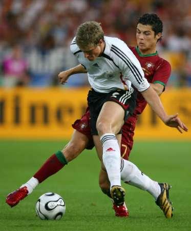 图文:德国VS葡萄牙 C-罗纳尔多的积极拼抢