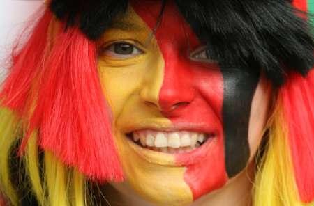 图文:德国VS葡萄牙 德国女球迷笑容灿烂