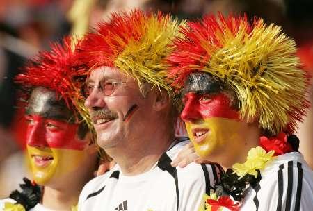 图文:德国VS葡萄牙 德国球迷观看比赛