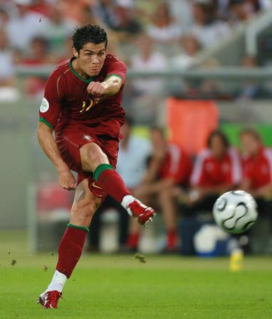 图文:德国VS葡萄牙 C-罗纳尔多在比赛中射门