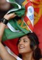 图文:德国VS葡萄牙 美女球迷欢舞旗帜