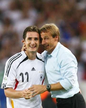 组图:德国3-1葡萄牙 克洛斯与克林斯曼交谈
