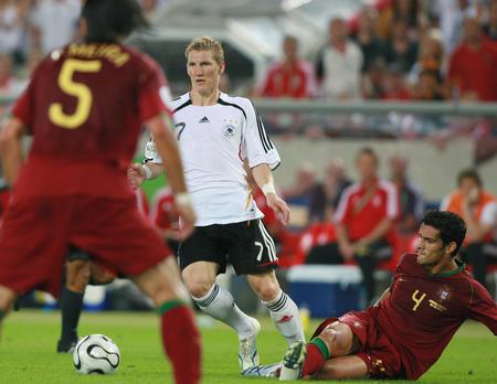 图文:德国VS葡萄牙 施魏因施泰格控球