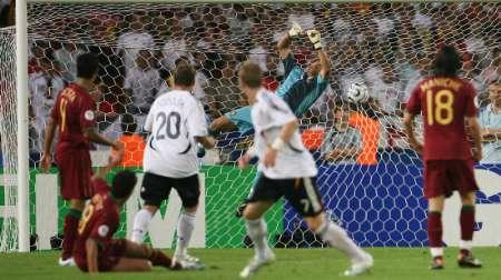 图文:德国3-1葡萄牙 施魏因斯泰格破门瞬间