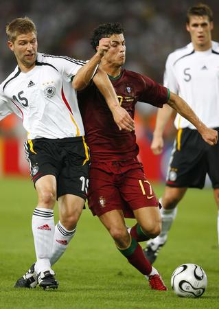 图文:德国3-1葡萄牙 双方拼抢积极主动