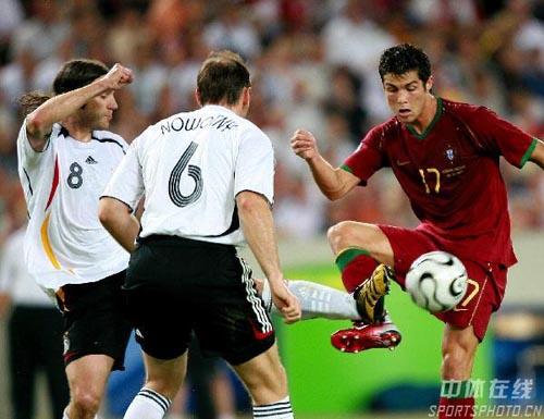 图文:德国3-1葡萄牙 C罗纳尔多展示脚下工夫