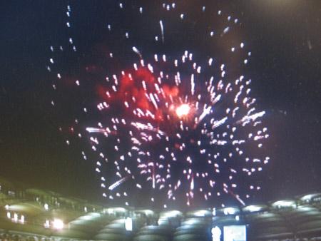 图文:搜狐直击德国3-1葡萄牙 礼花绽放