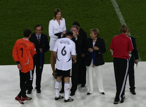 直击:德国总统亲自颁奖 卡恩告别令人感动(图)