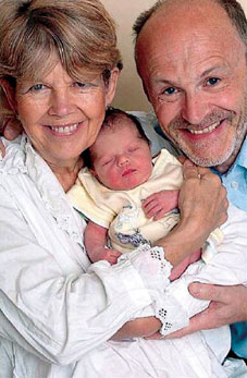 62岁孕妇诞下健康男婴