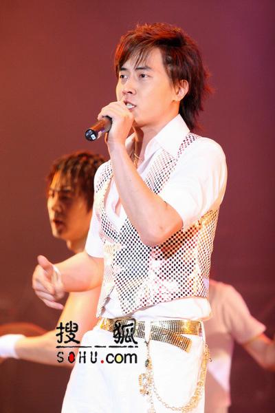 组图:神话演唱会圆满结束 橙色风暴席卷上海
