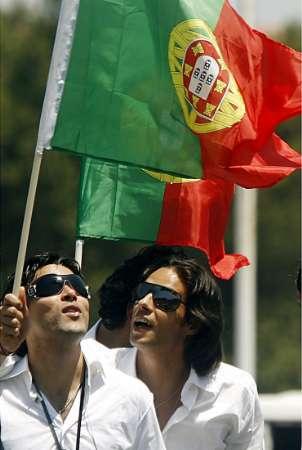 组图:葡萄牙队回国 收到球迷的热烈欢迎