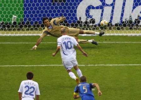 组图:意大利VS法国 齐达内罚进点球