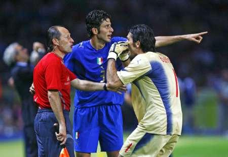 组图:意大利VS法国 齐达内被红牌罚下
