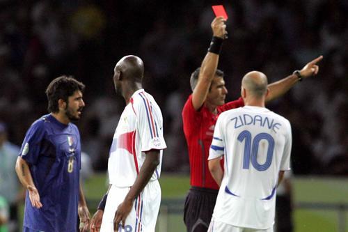 图文:意大利6-4法国 齐达内遭到红牌处罚