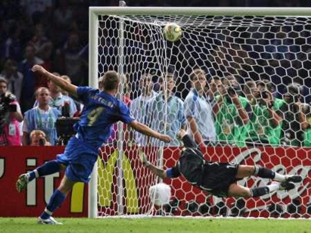 组图:意大利6-4法国 格罗索和德罗西罚进点球