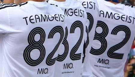图文:德国球员大欢庆 队员胸后的号码