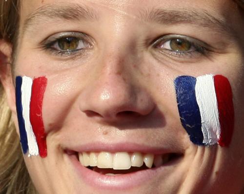 图文:意大利6-4法国 法国女球迷潸然落泪