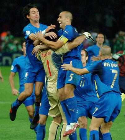 图文:意大利6-4法国 看看布冯能扛几个人