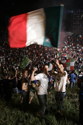 图文:意大利24年后重夺金杯 罗马城迎来狂欢日