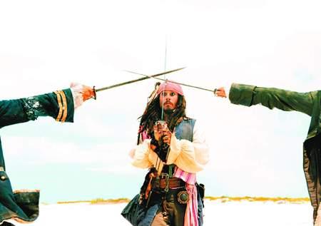《加勒比海盗2》破史上纪录 票房很高口碑不高