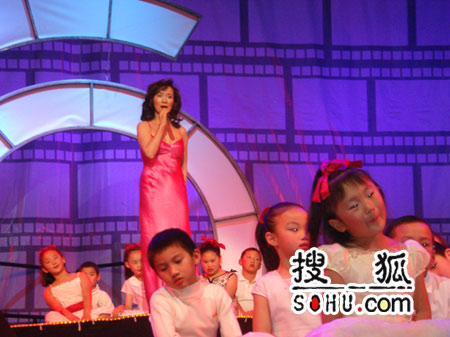 央视隆重推出《中华情·电影时光》电视晚会