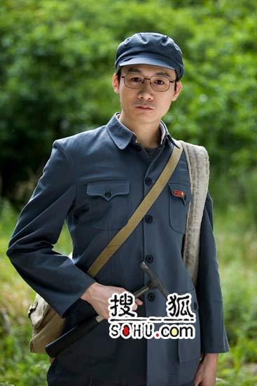 """高虎""""逃亡""""路上扮老 知青造型首次曝光(图)"""