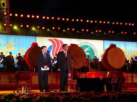 图文:2005年首届唐山国际皮影艺术展演开幕式