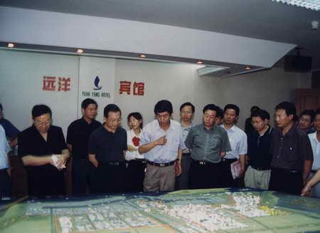 图文:1999年温家宝视察唐山港京唐港区