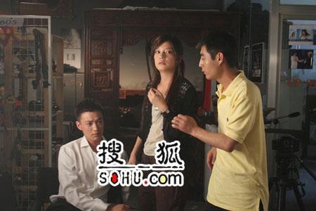面对姐弟恋苦笑不得 周一围:赵薇是美女师姐