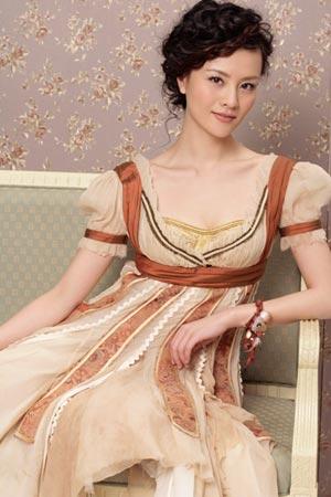 组图:刘孜写真女人味十足 高贵典雅展现魅力