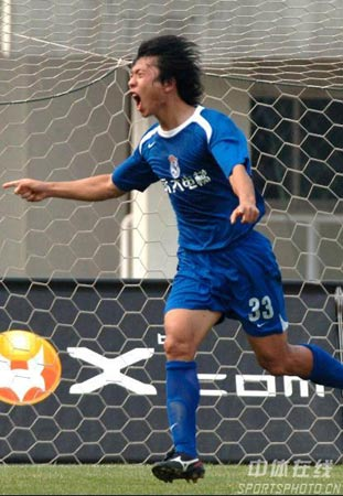 图文:中超第18轮西安3比0胜武汉 吴鹏庆祝进球